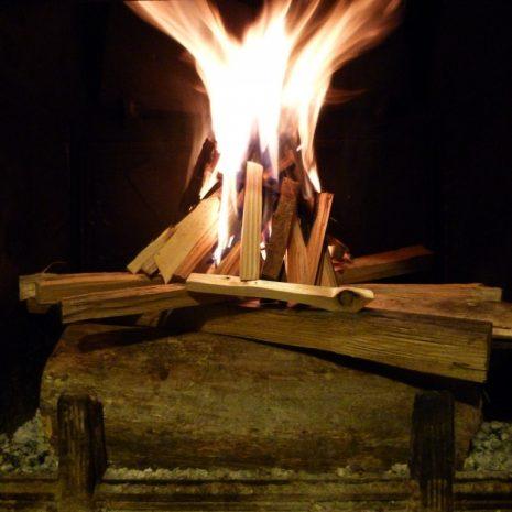 Comment brûler des bûches le plus efficacement et le plus proprement possible