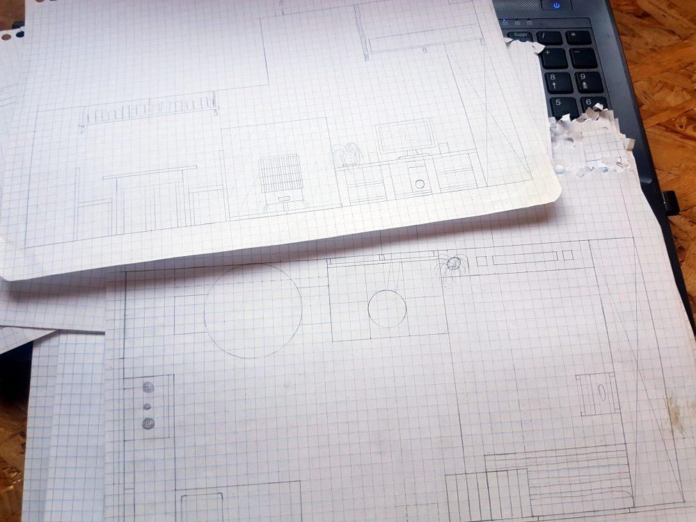 Un exemple de dessin in-situ et de plan de la future cabane, pour nous aider dans nos choix de sélection des objets et meubles à déménager.